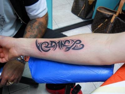 tatuaggio scritta ,,TATTOO FANTASY