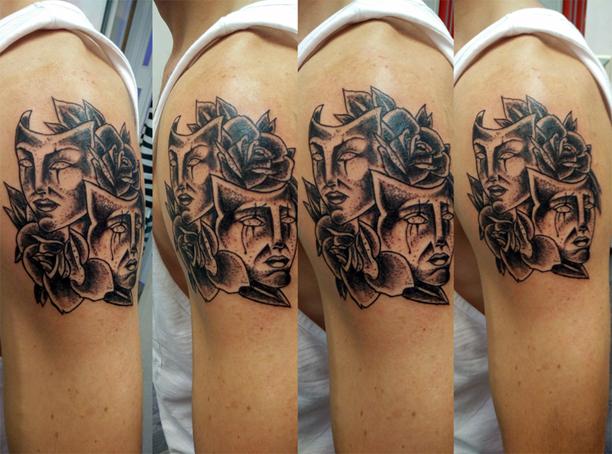 Tatuaggio rose e maschere-1
