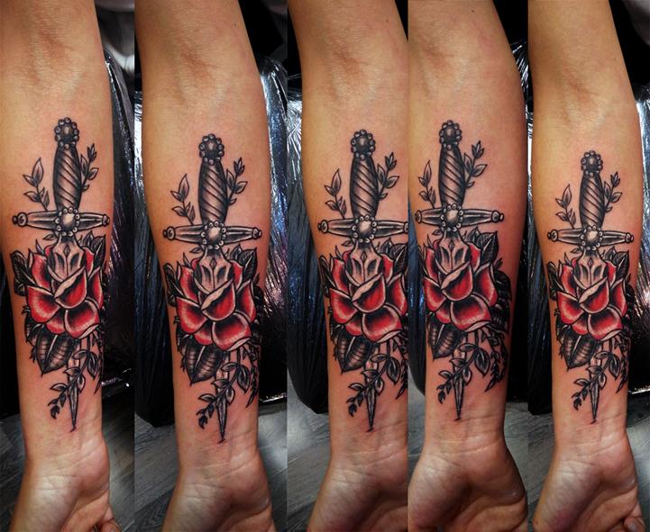 Tatuaggio spada nella rosa-1