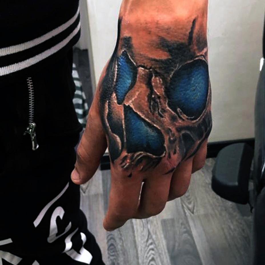 Tatuaggio teschio su mano-1