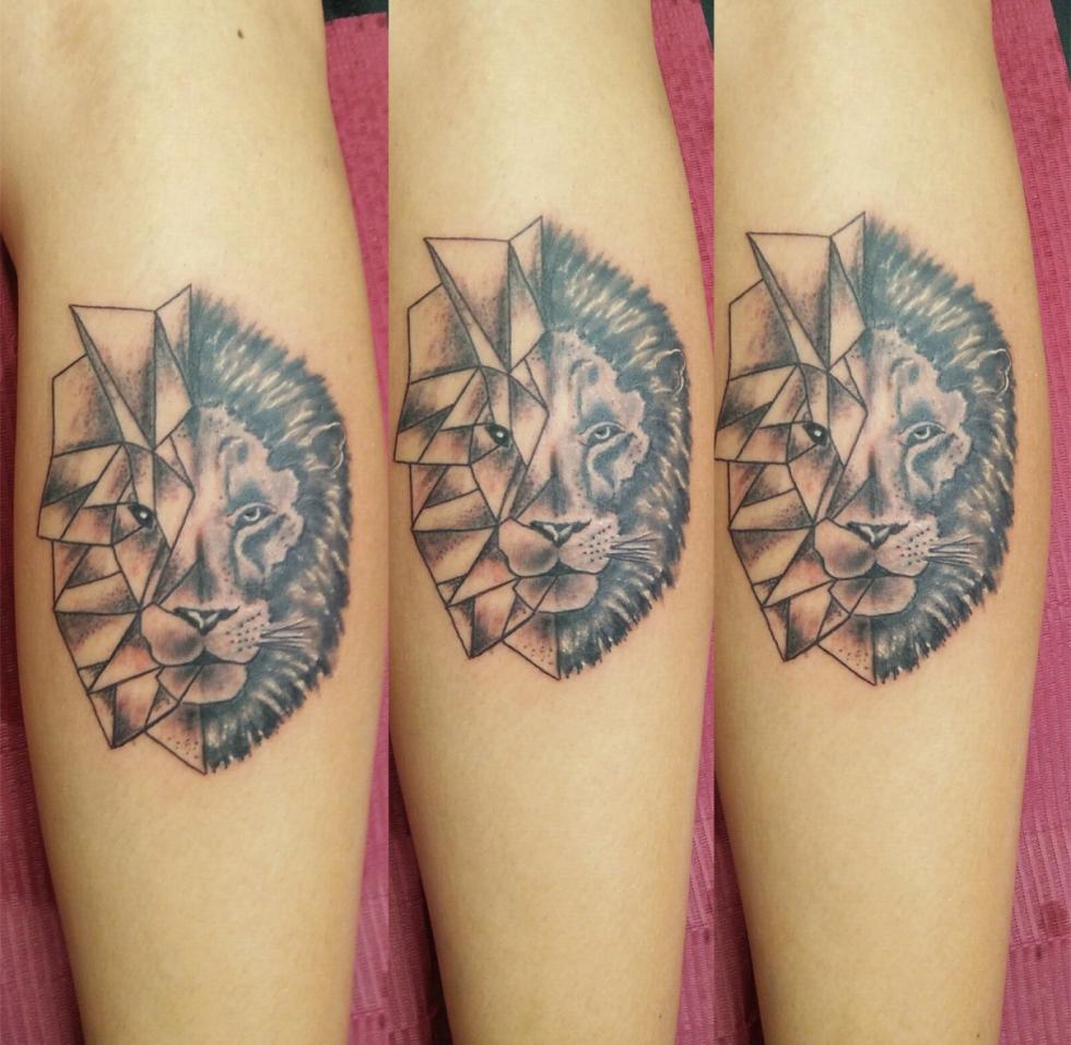 Tatuaggio leone stilizzato-1